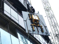Hydraulica-1200-installation of glass panels