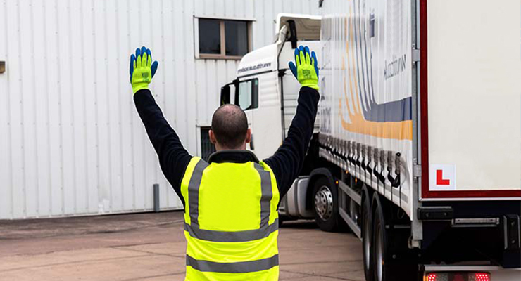 Manoeuvring Vehicles Safely Course-hird_contract_lifting