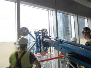 winlet_glazing_robot_glass_into_position