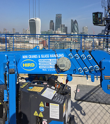 mini-crane-with-a-view-UNIC-295