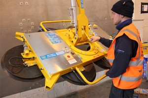 Leea_accredited_engineer_testing_DSZ3_slimline_vacuum_lifter
