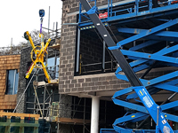 Climbers get lift from mini crane and glass lifting technology