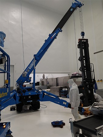 maeda_mc405_mini_crane_machine_moving-high-tech_hydroponic_centre